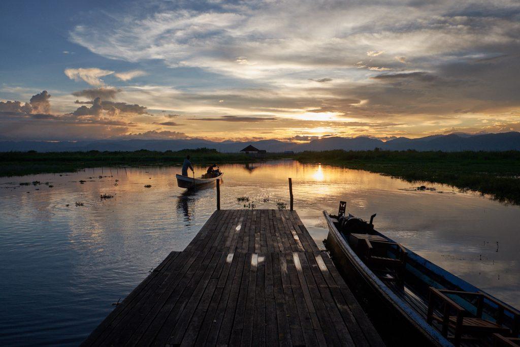 Sončni zahod, jezero Inle, Mjanmar