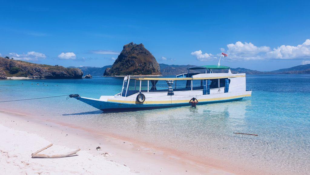Pink Beach (Pantai Merah), Flores, Indonezija