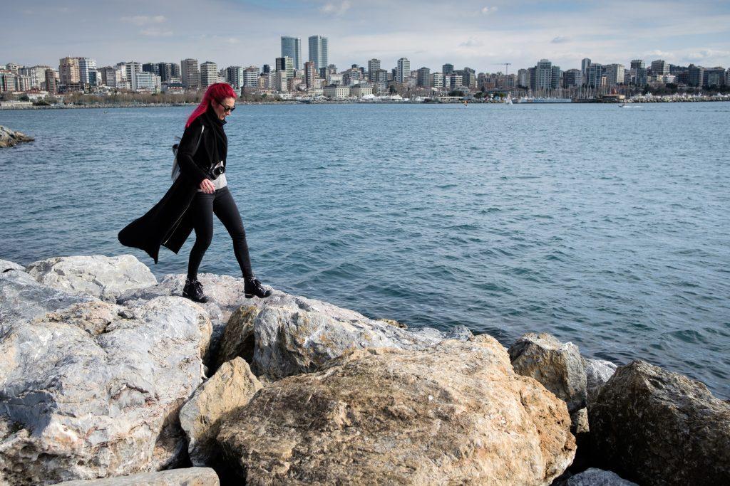 Sprehod ob morski obali v okrožju Kadıköy na potovanju v Istanbul